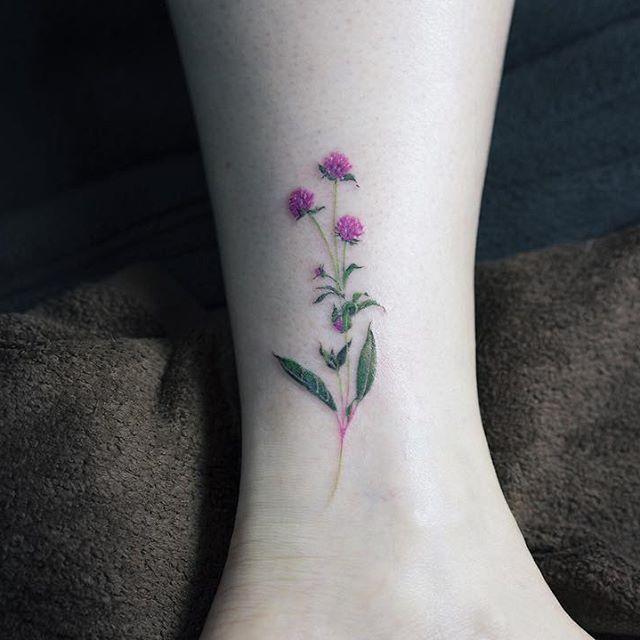 Gomphrena globosa .  . #tattoo#tattooist#tattooistsol#솔타투#lettering#soltattoo#color#colortattoo#꽃타투#flowertattoo#flower#꽃#equilattera #타투#솔타투#타투이스트솔