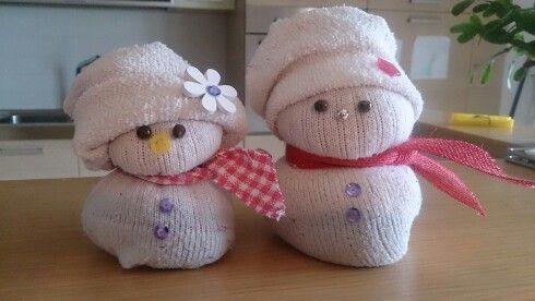 Nevini!....pupazzi di neve con calzini in cotone e riso