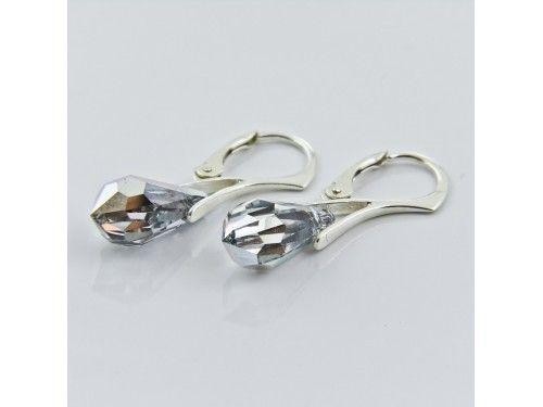 KOLCZYKI SWAROVSKI DROP 15MM CRYSTAL CAL SREBRO 925 - KL2138 Materiał: Srebro 925 + kryształ Swarovski Elements Kolor: Crystal CAL Rozmiar kamienia: 1,5cm Wysokość kolczyka: 3,1cm Waga srebra: 1,33g ( 1 para ) Waga kolczyków z kamieniami: 2.97g
