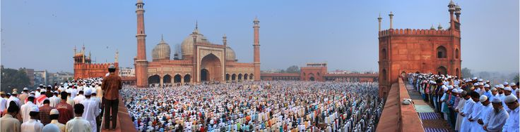 "https://www.facebook.com/pages/Islamska-arhitektura-i-umjetnost/1403357959880645  Friday prayer at ""Jama Masjid"", Delhi, India."