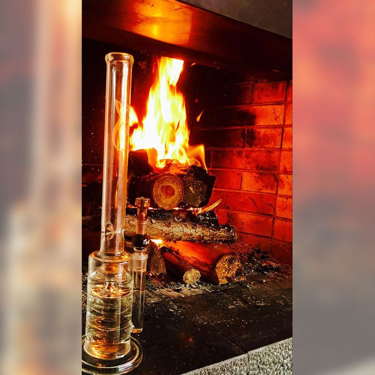 Fan Picture of the Weed-Star Freestyler at the fireplace. Almost a romatic shot isn´t it?