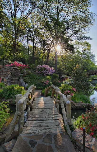visitheworld:  Footbridge at the Old Mill in North Little Rock, Arkansas, USA (by justpics2007).