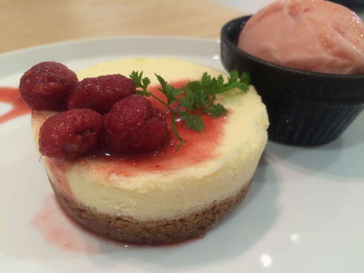 博多駅ビルのELLE CAFE(エルカフェ)で「レアチーズケーキ」を注文