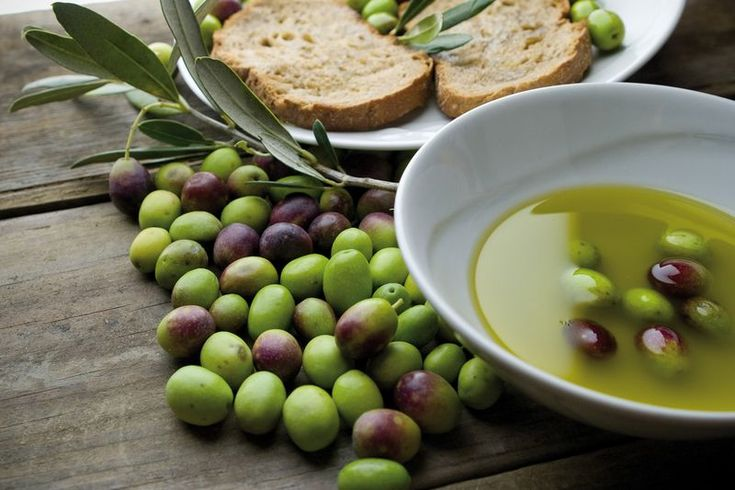 Abruzzo fresh olives and Extra Virgin Olive Oil