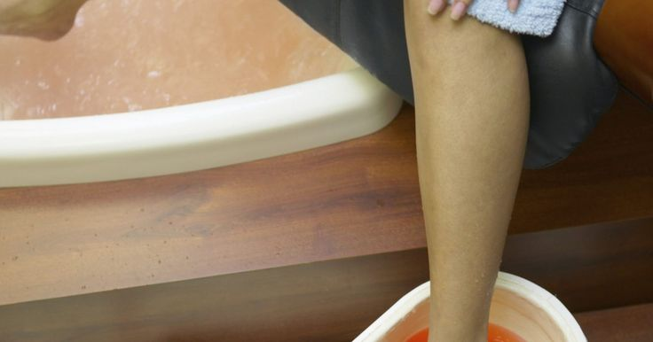 Modos fáceis de se livrar de pelos no corpo. Cabelos indesejados podem crescer em muitas regiões do seu corpo, incluindo nas axilas, pernas, braços, rosto e peito. Mesmo que estes sejam uma parte natural de sua vida, muitas pessoas procuram maneiras rápidas e fáceis para se livrar deles. Felizmente, existem várias opções para escolher de que modo se livrar com segurança e facilidade do ...