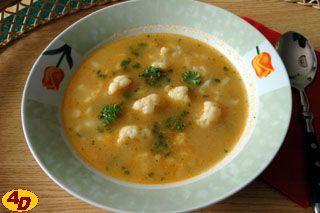 Maďarská květáková polévka 1 středně velký květák  1,5 l vody  sůl  1 lžička sladké mleté papriky  zelená petrželka  30 g másla na jíšku  3 lžíce hladké mouky  3 lžíce smetany.