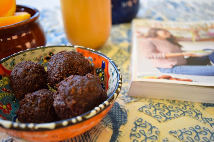 A healthy morning or afternoon tea snack that is oh so appetizing and packed with goodness. These are Almond and Chia Energy Bites/Bliss Balls from the lovely Deliciously Ella. http://deliciouslyella.com/ #deliciouslyella #blissballs #raw