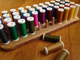 1000 id es sur le th me stockage de bobine sur pinterest for Rangement fil couture