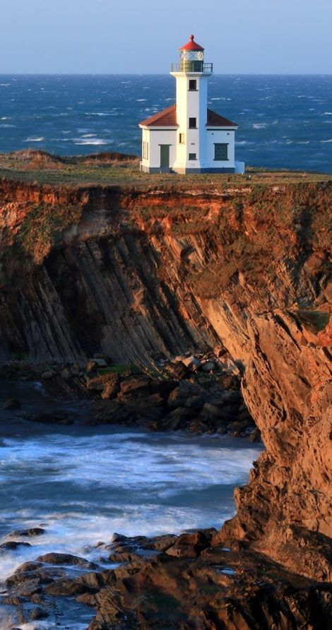 Cape Arago Light at Gregory Point in Charleston near Coos Bay, Oregon • photo: Robert Bynum on Flickr
