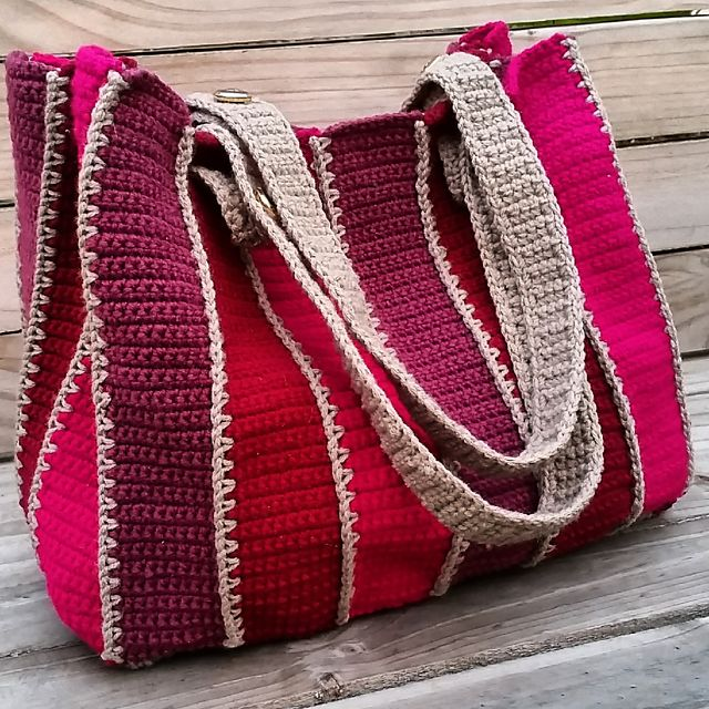 Ravelry: Timeless tote pattern by Holly Ferrier