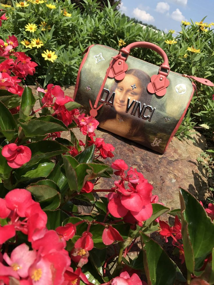 What's In My Bag: Louis Vuitton Da Vinci Speedy 30 Satchel