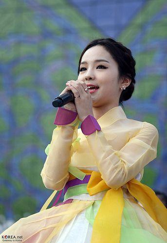 #Hanbok Parade   Spring of Insadong, Seoul (March 22, 2014)