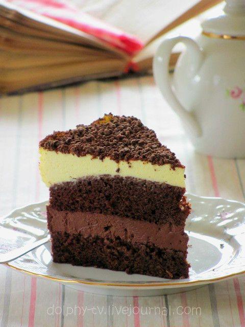 Чудесный торт, в котором сочетаются два насыщенных вкуса: шоколадный и апельсиновый. Несмотря на то, что коржи достаточно толстые, торт совсем не получается сухим. Коржи очень воздушные, влажные и нежные. А кремы получаются довольно густыми и плотными, но все-таки воздушными и муссовыми.…