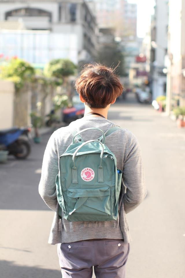 fjallraven kanken classic backpack in forest green