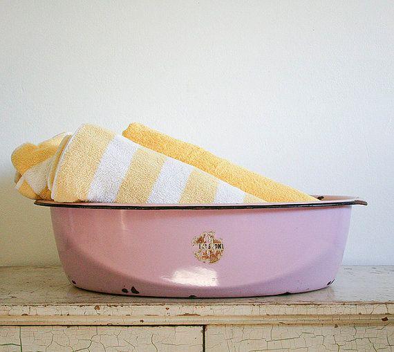 extra large vintage pink enamel tub baby girls enamels and babies. Black Bedroom Furniture Sets. Home Design Ideas