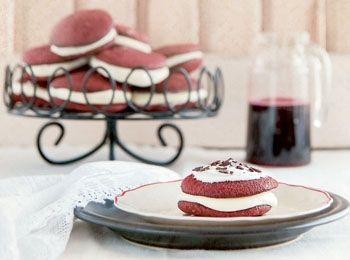 Whoopie pies cu sfeclă roșie și cremă de mentă