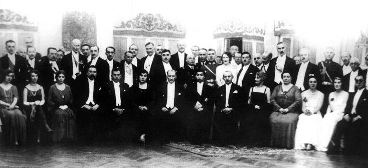 Arşivden çıkan Atatürk'ün bilinmeyen fotoğrafları / 2 Foto Galeri Haberi için tıklayın! En ilginç ve güzel haber fotoğrafları Hürriyet'te!