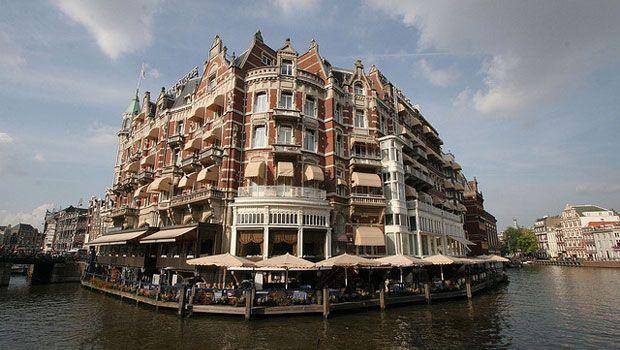 5 yıldızlı De L'Europe, Amsterdam-Centrum bölgesinde Amstel Nehri manzaralı zarif odaları sunar. 1896 yılında açılan özel otel Hollanda mimarisi ile tanınır. #Maximiles #otel #gidilecekyerler #kalınacakyerler #hotel #neredekalınır #engüzeloteller #farklı #farklıoteller #AmstelNehri #Hollandamimarisi #mimari