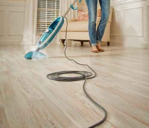 Cleaning laminate wood floors