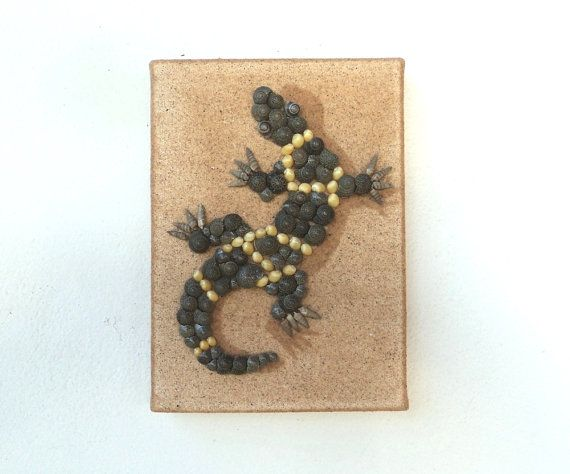 Gecko on Sand, Artwork with Seashells & Sand, Art Wall Picture of a Gecko, Gecko in Seashell Mosaic, Mosaic Art, 3D Art Collage, Home Decor, Wall Decor #ArtworkwithSeashells #mosaiccollage #seashellmosaic #homedecor #walldecor #3D