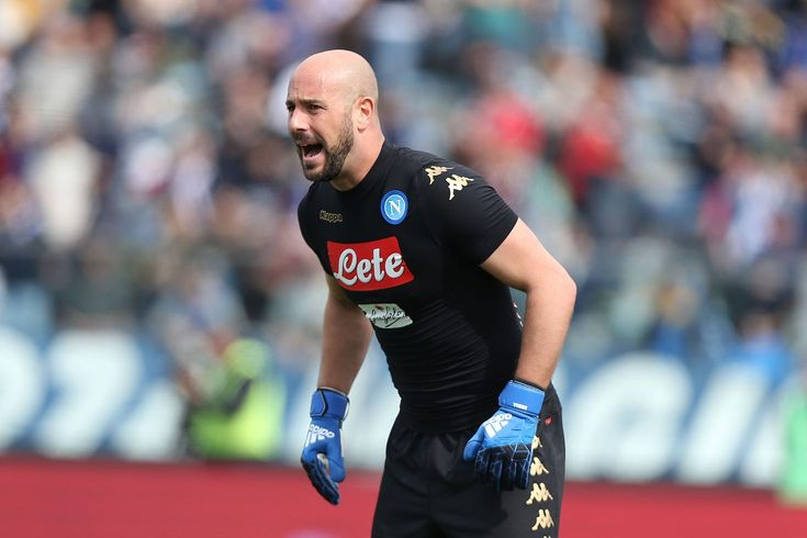 OLE777Sports - Penjaga gawang Napoli, Pepe Reina dikabarkan telah menyetujui tawaran kontrak yang diberikan oleh AC Milan untuk musim depan.  #Napoli #PepeReina #BursaTransfer #ACMilan #PortalBeritaBola