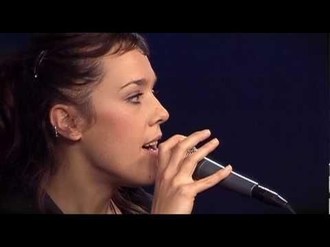 Nous aimons beaucoup cette chanteuse!