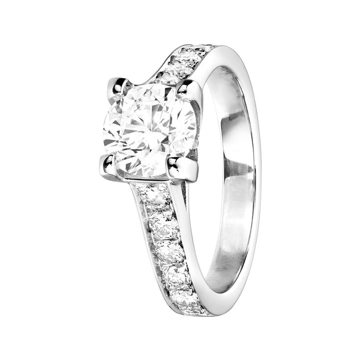 engagement ring starnberg in 18 carat whitegold fits perfectly with an elegant wedding ring