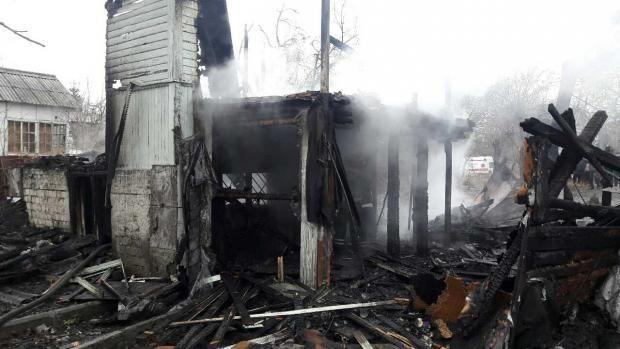 В Киеве во время пожара погибло четверо детей оставленных без присмотра http://joinfo.ua/incidents/1191958_V-Kieve-vremya-pozhara-pogiblo-chetvero-detey.html