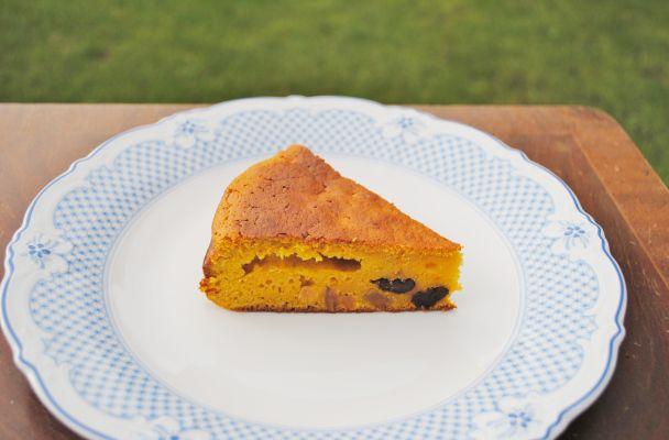 No-Butter Pumpkin Cake - Super moist & surprisingly healthy! A must try post-Halloween!