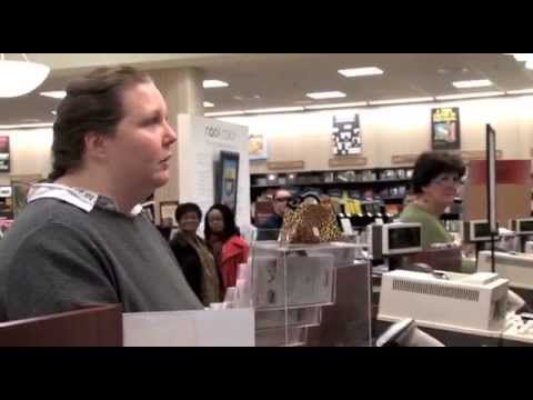 Crazy Chick Flips Out in Barnes & Noble - VIDEO   And few people got it