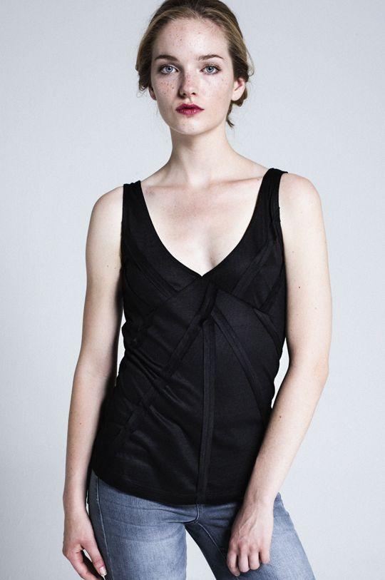 v yaka kolsuz siyah bluz  http://www.webshoptr.com/V-YAKA-KOLSUZ-BLUZ,PR-9259.html