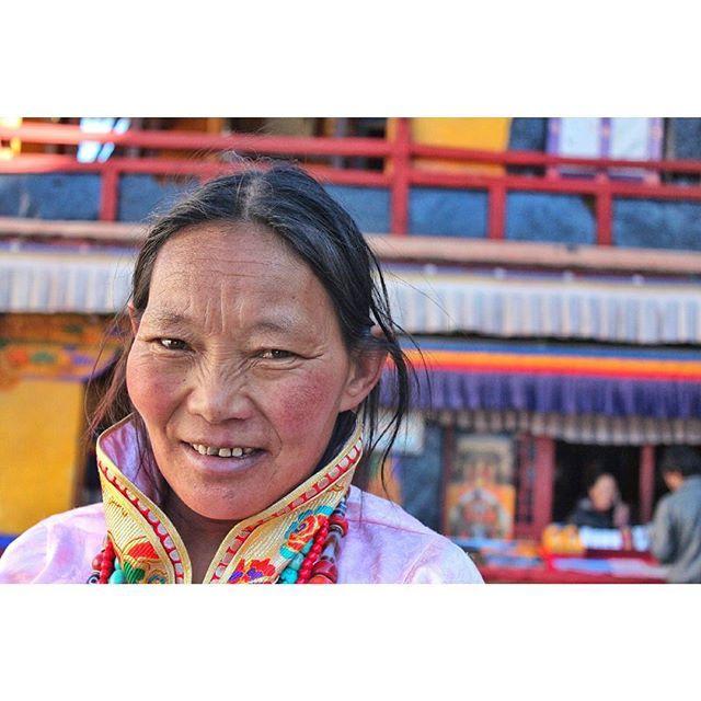 ♥ to all beautiful women in the world. . . . #wanderlust #traveling #travel #travels #map #lost #travelphoto #nomade #tourist #aroundtheworld #backpacker #passport #goodtimes #instatravel #travelgram #letsopenourworld #staycurious #landscape #china #asia #portrait #facesoftheworld #culture #budhism #beautiful #mongolia #tibet #shigatse #himalaya #lenscultureportraits by (mariameetsana). goodtimes #landscape #asia #wanderlust #facesoftheworld #passport #instatravel #travelphoto #travel…
