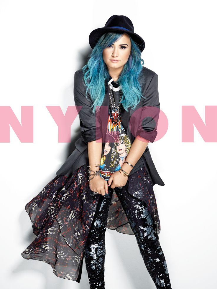Demi Lovato blue hair