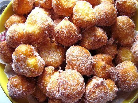 Italy - Lazio - Frittelle di S.Giuseppe -   Dolce tipico del 19 marzo che può essere servito riempito di crema pasticciera
