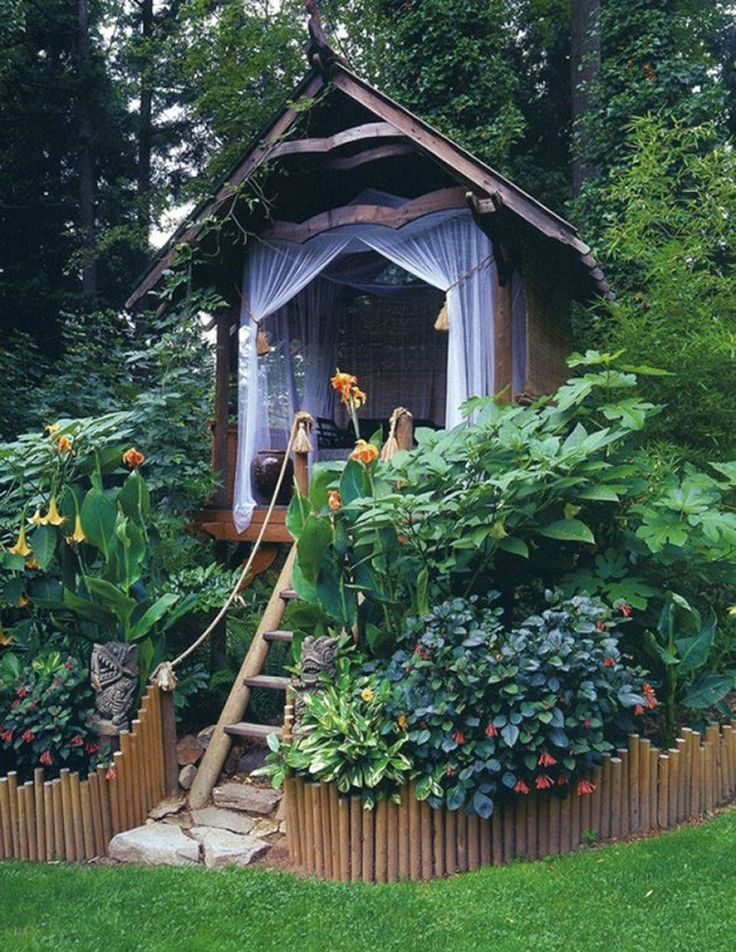 Jungle-escape on your terrace or in the garden. Perfect small house for retreat.