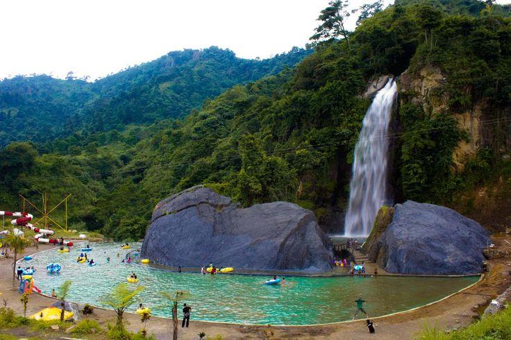 7 Wisata Air Terjun di Bogor