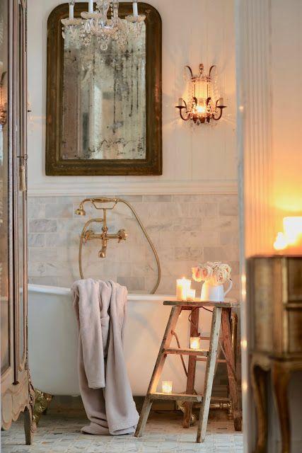 Una scaletta vintage in bagno | Cottage di campagna francese | Bagno romantico …