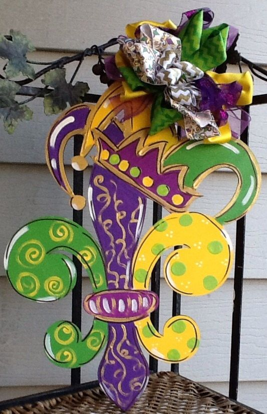 Mardi gras door hanger, mardi gras sign, mardi gras door sign, mardi gras mask, mardi grad crown, mardi gras decoration, mardi gras decor by Angelascreativecraft on Etsy https://www.etsy.com/listing/492298248/mardi-gras-door-hanger-mardi-gras-sign