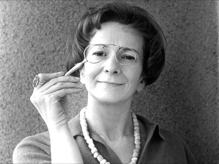 W. Szymborska - Mała dziewczynka ściąga obrus