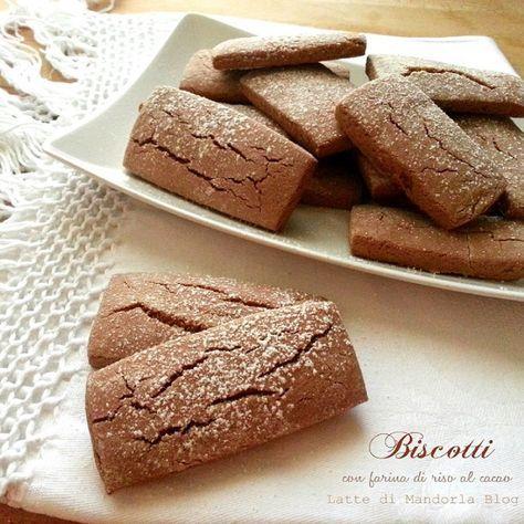 Non riuscite a rinunciare ai dolci? Ecco la ricetta di un dolce senza lattosio, senza lievito e senza glutine, sfizioso e leggero, ideale da sgranocchiare anche in ufficio: Biscotti con farina di riso al cacao.