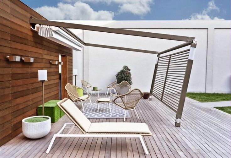 aménagement terrasse avec auvent rétractable et brise-vue