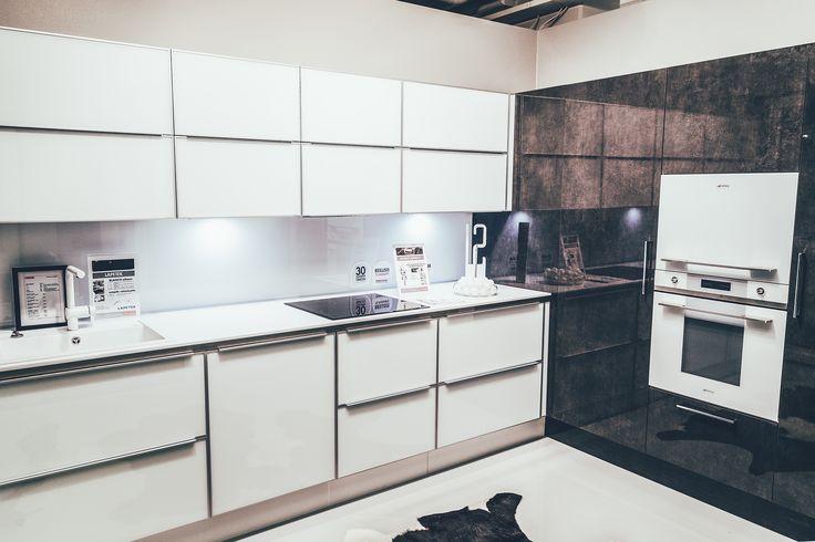 Domuksen keittiöistä löydät juuri sinuun kotiisi ja tyyliisi sopivat ratkaisut. Tämä keittiö on TaloTalon Domuksen näyttelystä. #keittiö #kaluste #säilytys #rakentaminen #remontointi #sisustaminen #kitchen #decorating #decor #inspiration #talotalo