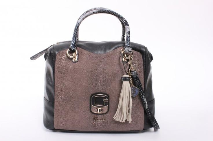Guess Den Haag online bestellen bij Herman Schoenen DE merk tassen winkel! €174,95
