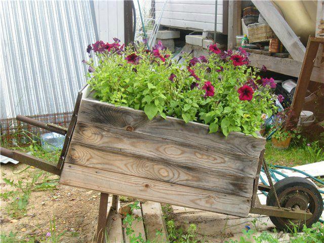 Садовая тачка-цветник из старого ящика. Мастер-класс | Домохозяйка