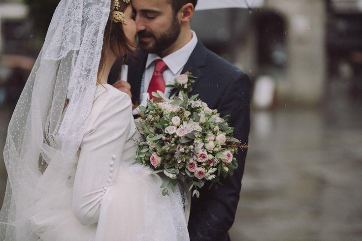 Bodas con lluvia .Cecilia López. Fotografia de bodas Galicia. Bodas Coruña. Rainy wedding. Fotografo de bodas Galicia. A Coruña,Santiago de Compostela, Lugo, Ourense, Vigo, Pontevedra. Reportajes de boda naturales y elegantes.