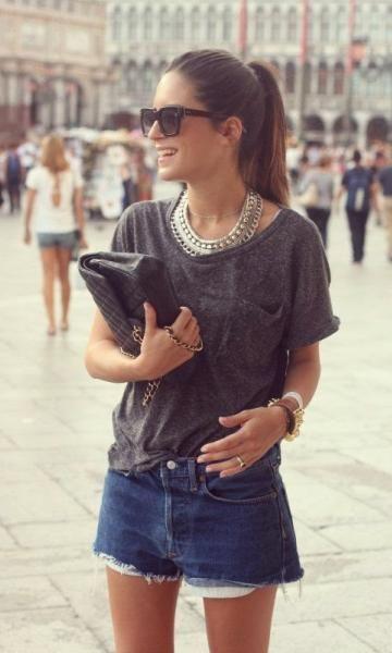 Look T-Shirt + Maxi Colar. Camiseta básica e elegante. #tshirt #camisetas…