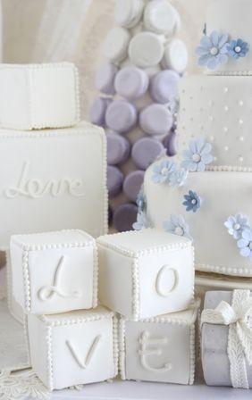 クレイのケーキにあわせて キューブ型の飾りもクレイです  株式会社ウェディングファクトリー http://www.weddingpartyfactory.com/