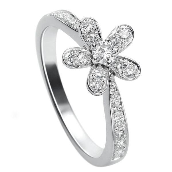 ソクラテス リング、1フラワー - Van Cleef & Arpels(ヴァン クリーフ&アーペル)の婚約指輪(エンゲージメントリング)ヴァンクリーフアーペルの婚約指輪・エンゲージリングをまとめました!