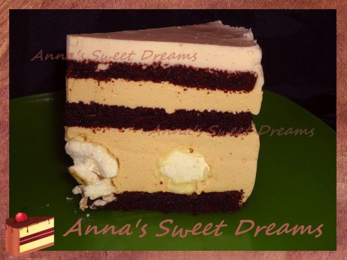 Понадобится:  3 коржа шоколадного бисквита  безе (меренги)  белый шоколад     Карамельное суфле:  400мл жирных сливок  1.5 банки вареного сгущенного молока  20-25гр желатина