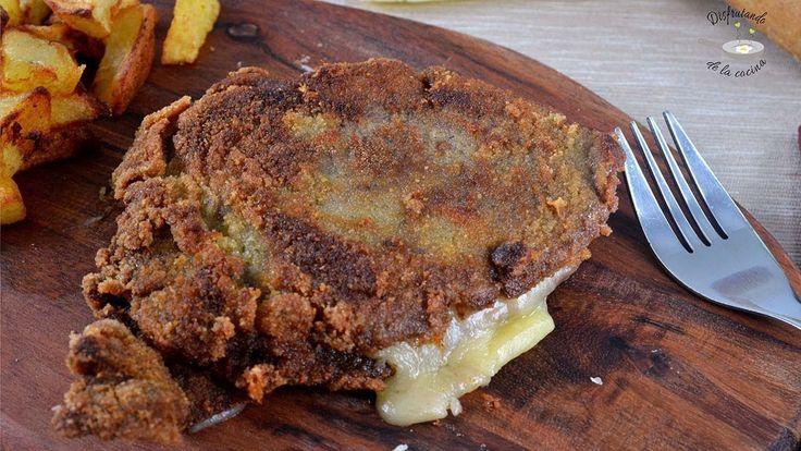 Cachopo de ternera relleno de jamón ibérico y queso o ternera empanada r...